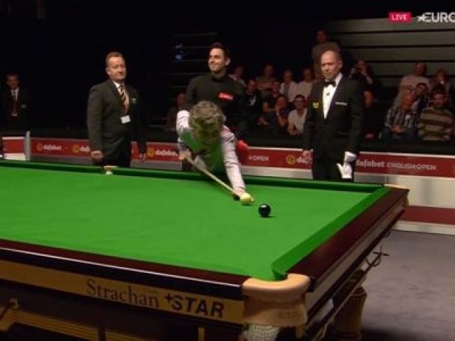 Ronnie O'Sullivan Gets Help from a Woman